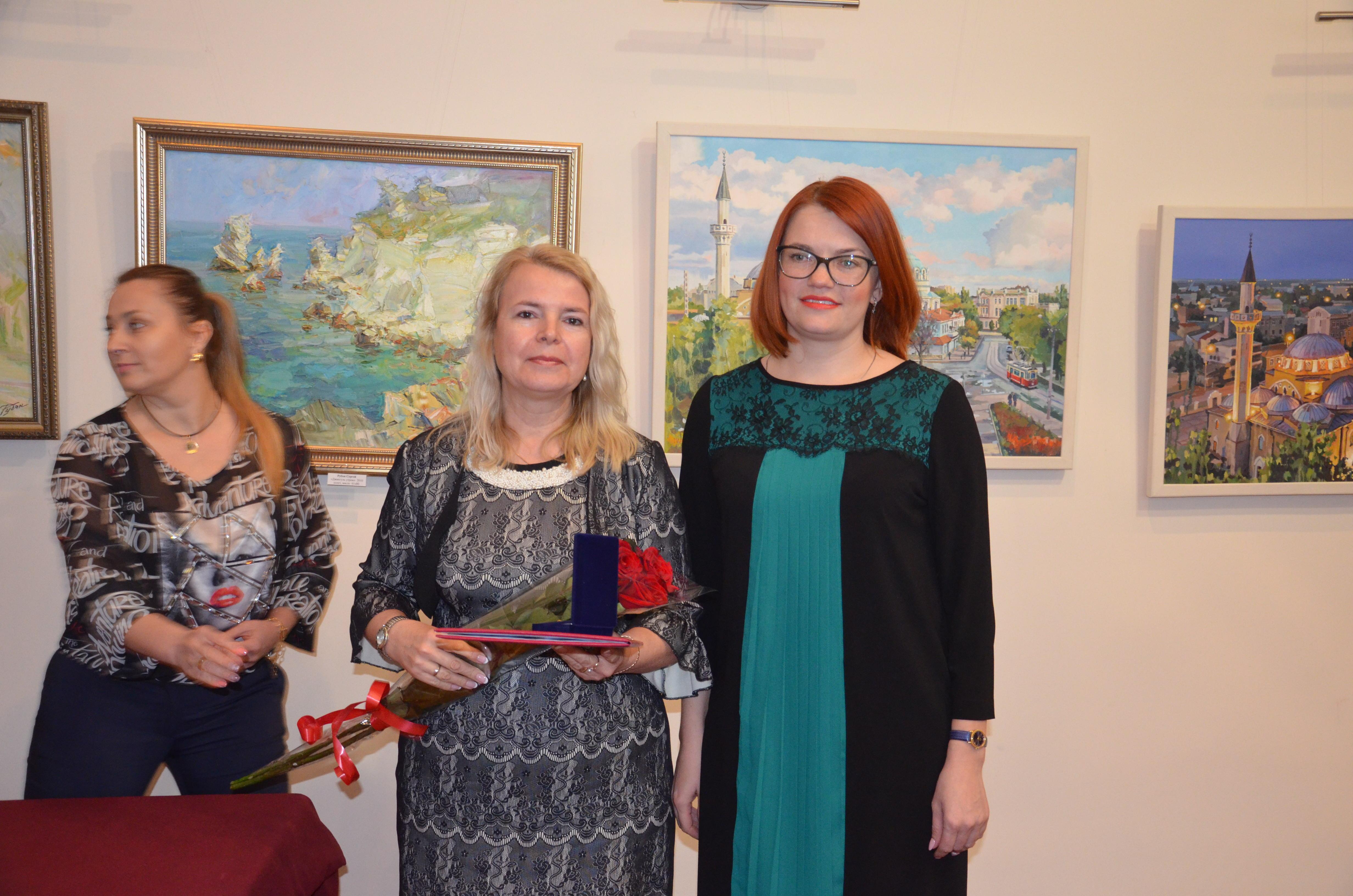 Олеся Харитоненко вручила  награды лауреатам премии им. С. Э. Дувана
