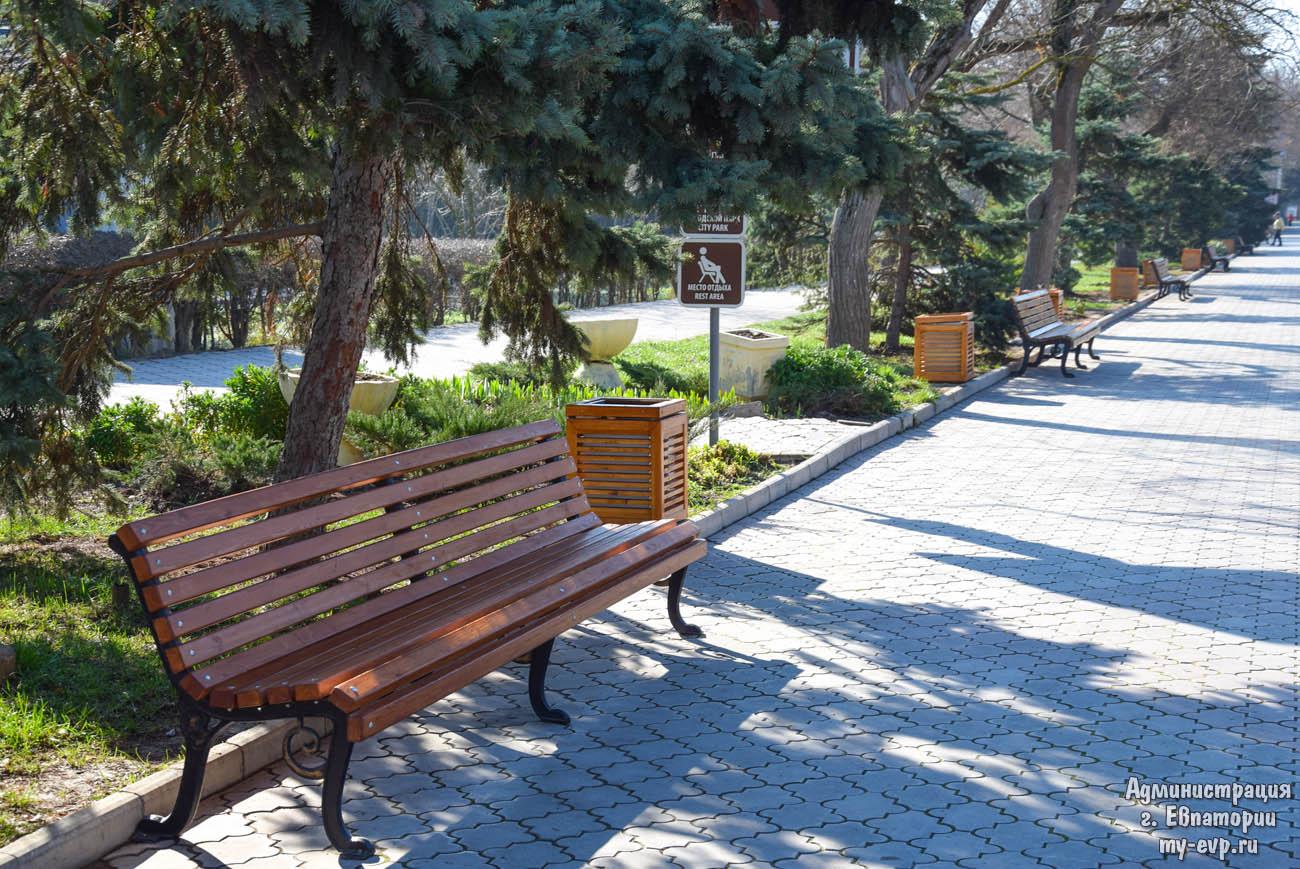 В Евпатории проходят весенние работы по благоустройству