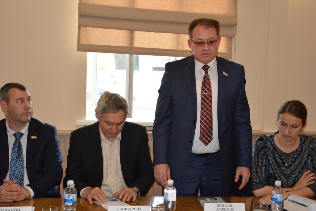Владимир Константинов встретился с депутатами и хозактивом Евпатории